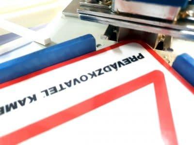 Zaoblovanie hrán, tlač tabuliek, tlač na dosku, tabulky na plastovej doske, reklamná tlač Ružomberok FatraMedia